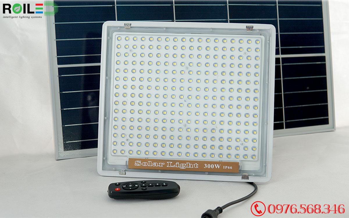 Đèn pha năng lượng mặt trời 300W cao cấp Roiled - RN300W
