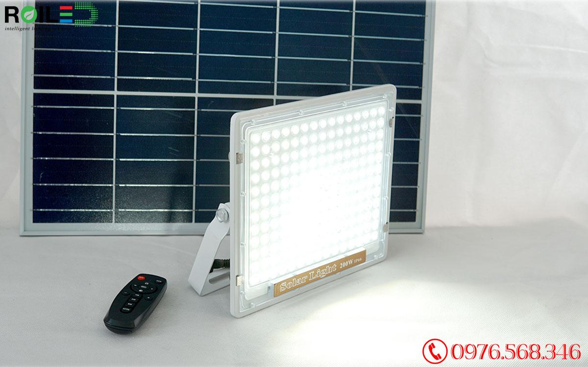 Đèn pha Roiled RN200 cao cấp  Năng lượng mặt trời