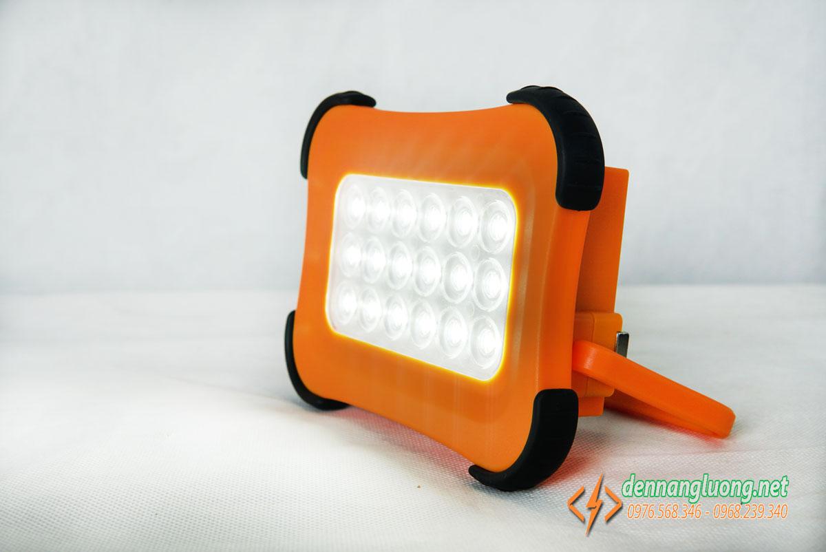 Đèn pha năng lượng mặt trời cầm tay 50W kết hợp pin dự phòng