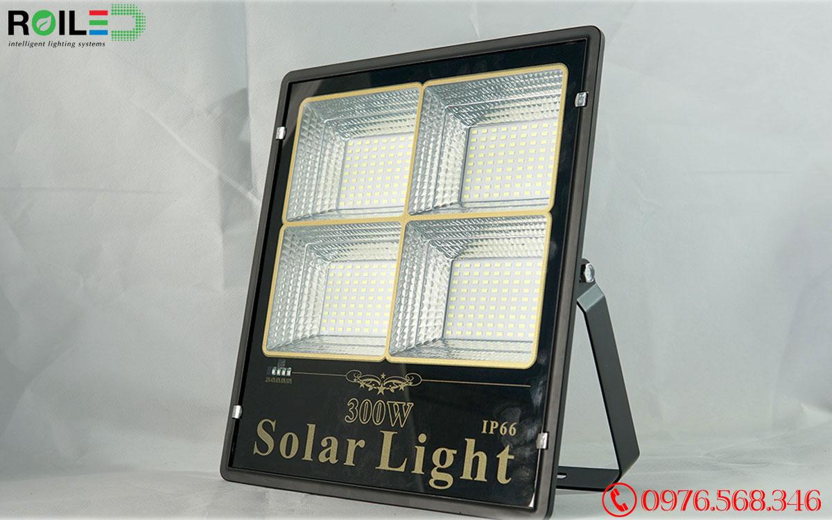 Đèn Pha Năng Lượng Mặt Trời Siêu Sáng 300W Roiled - RP4-300W