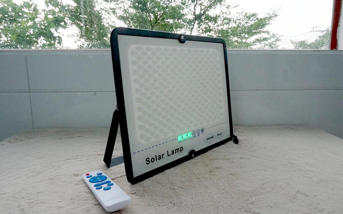 đèn pha  solar LW300