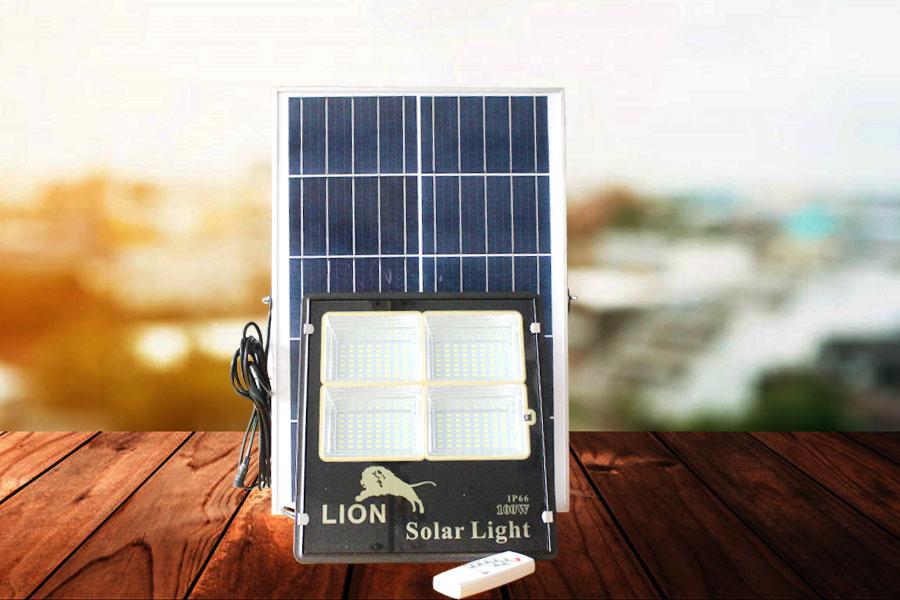 Đèn pha năng lượng mặt trời mới LION 100w