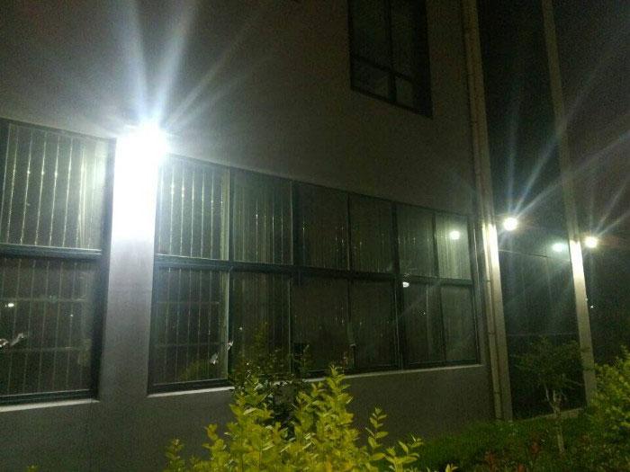 Đèn treo tường năng lượng mặt trời DC 20W